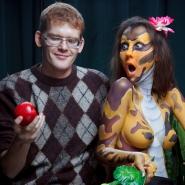 После съемок: художник Антон Грунский с моделью Евгенией Еськовой